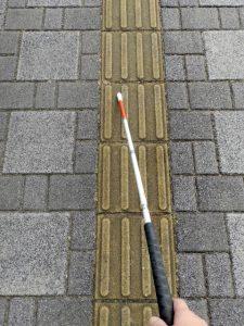 白杖と点字ブロック