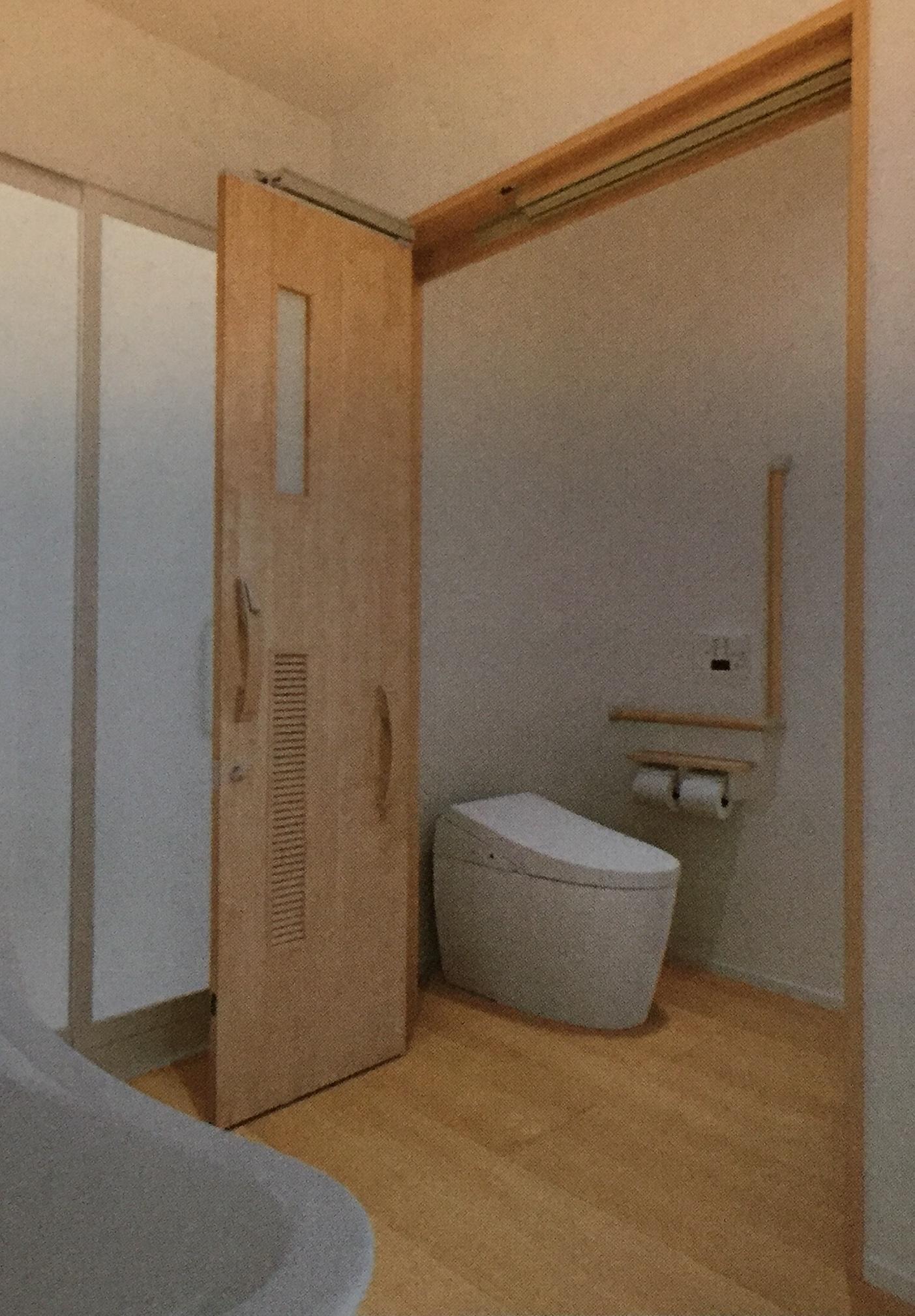 横開きのトイレ