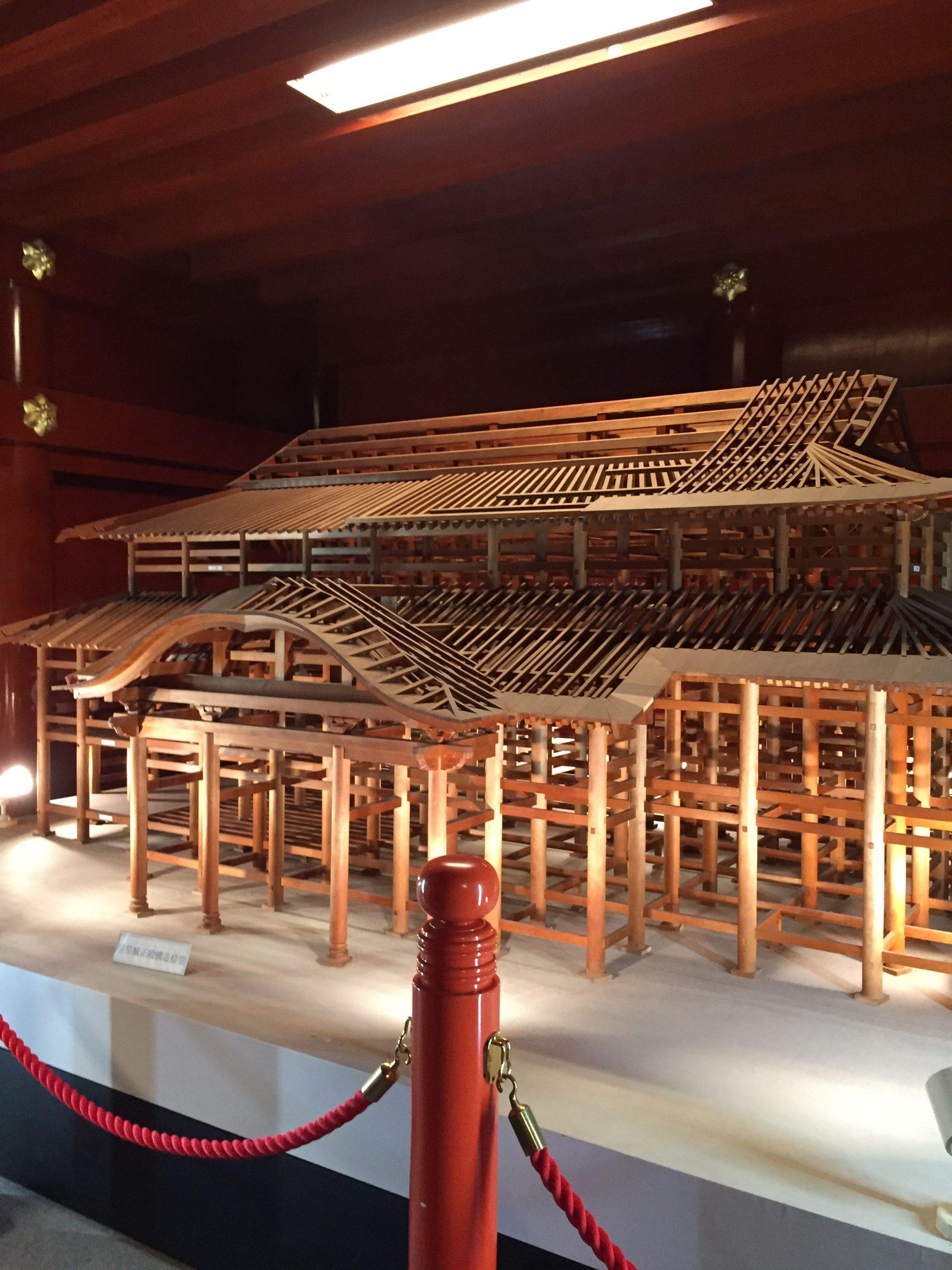 正殿内に展示されていた柱の模型