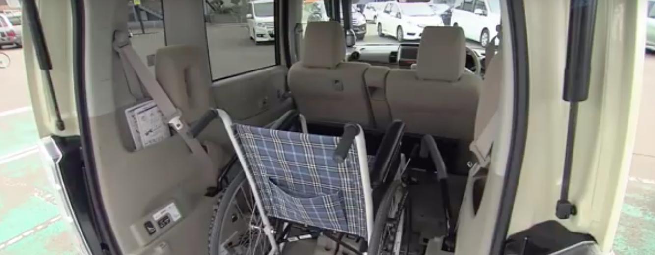 車いすを乗せられる